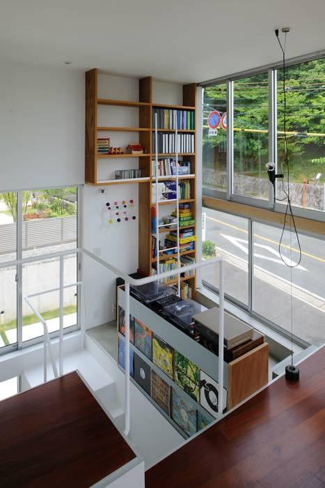 五月丘の家 - House of Satukigaoka モダンデザインの 多目的室 の 林泰介建築研究所 モダン