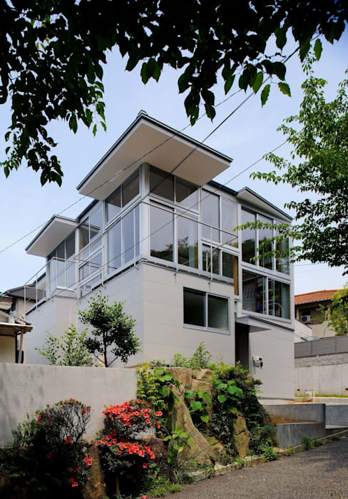 五月丘の家 - House of Satukigaoka モダンな 家 の 林泰介建築研究所 モダン