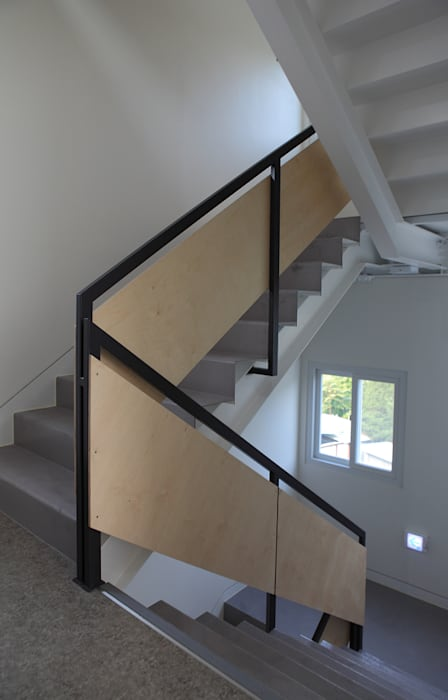 Modern Corridor, Hallway and Staircase by 현앤전 건축사 사무소(HYUN AND JEON ARCHITECTURAL OFFICE ) Modern