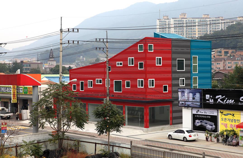 건물 전경: 현앤전 건축사 사무소(HYUN AND JEON ARCHITECTURAL OFFICE )의  서재 & 사무실