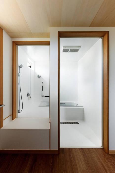 近江八幡の家・浴室 タクタク/クニヤス建築設計 モダンスタイルの お風呂