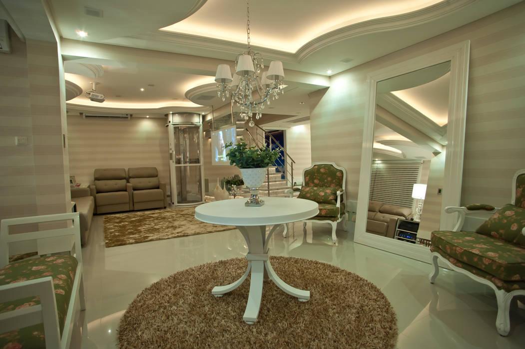 Salones de estilo  de Paulinho Peres Group, Clásico