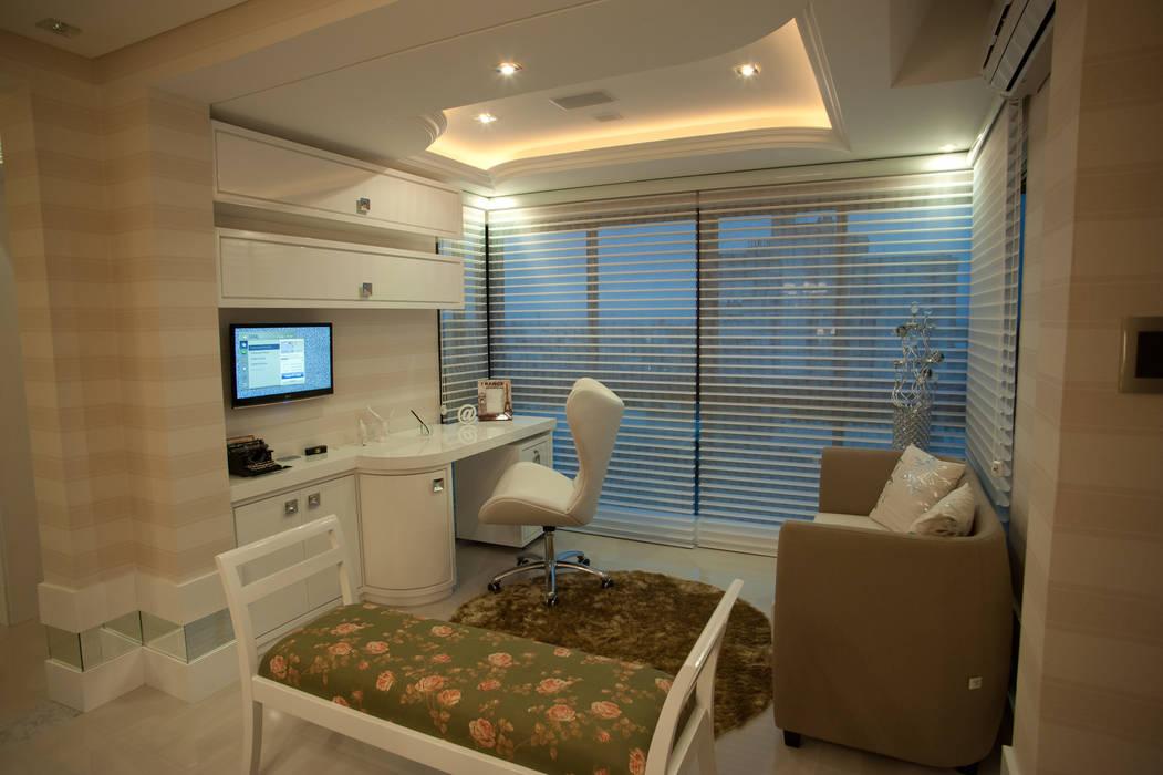 Office: Escritórios  por Paulinho Peres Group