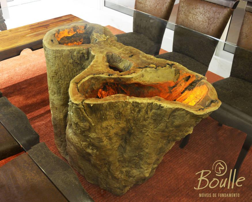 Mesa de tronco com iluminação: Salas de jantar  por Boulle,Eclético