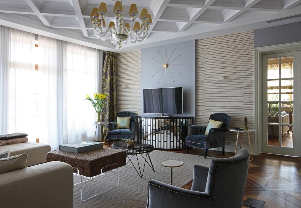 Загородный дом, Новая Рига Гостиные в эклектичном стиле от Roberts Design Эклектичный