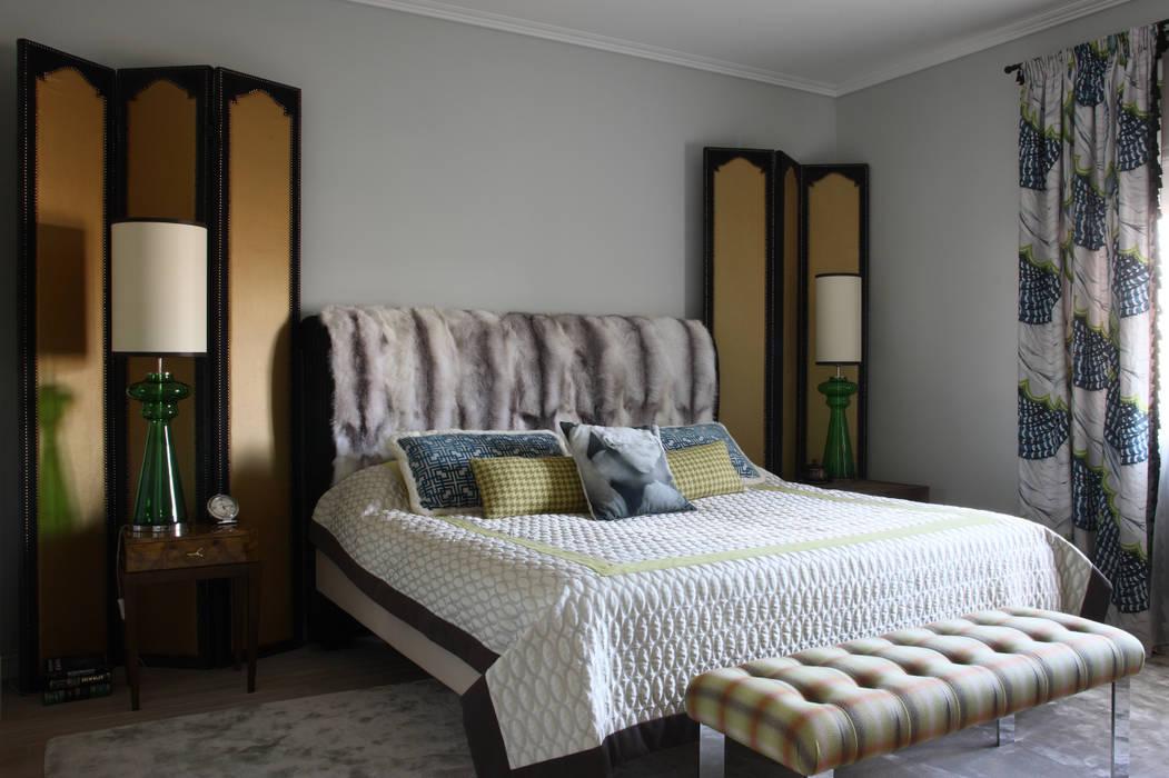 Загородный дом, Новая Рига Спальня в эклектичном стиле от Roberts Design Эклектичный