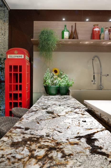 COZINHA DA FAMÍLIA: Cozinhas  por Adriana Scartaris: Design e Interiores em São Paulo,Eclético