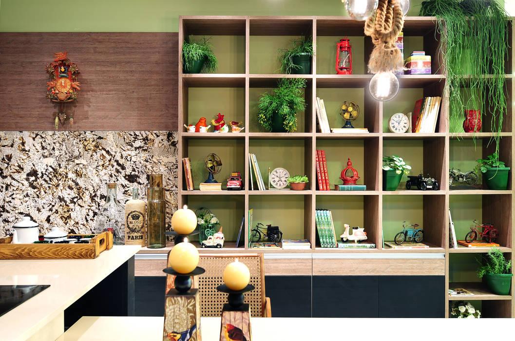 COZINHA DA FAMÍLIA: Cozinhas  por Adriana Scartaris design e interiores