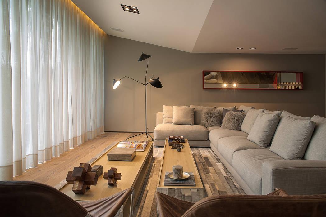 Casa Barrancas: Salas de estilo  por Ezequiel Farca,