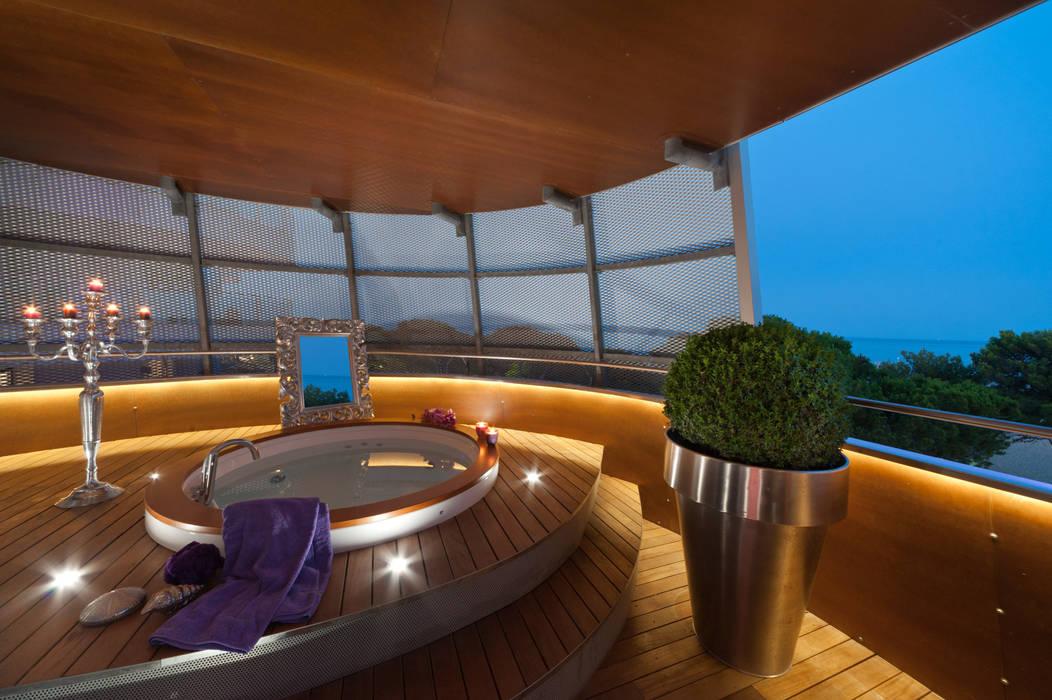 Eclectic style balcony, veranda & terrace by STUDIO CERON & CERON Eclectic