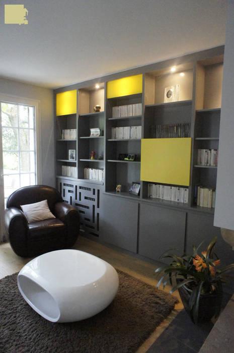 Rénovation maison Q. à St-Genis-Laval (Rhône) Salon moderne par Marion Bochirol Architecte d'Intérieur CFAI Moderne