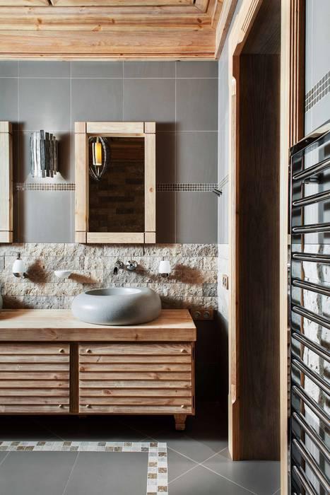 Шале: Ванные комнаты в . Автор – Архитектор Татьяна Стащук, Рустикальный