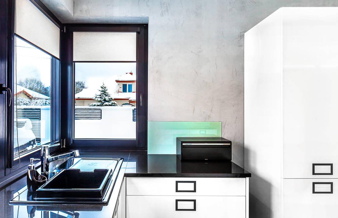 Dom z miętą Minimalistyczna kuchnia od COCO Pracownia projektowania wnętrz Minimalistyczny