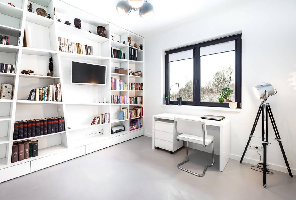 Dom z miętą Minimalistyczne domowe biuro i gabinet od COCO Pracownia projektowania wnętrz Minimalistyczny