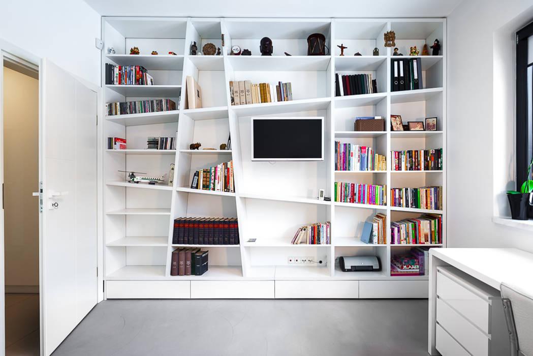 Dom z miętą: styl , w kategorii Domowe biuro i gabinet zaprojektowany przez COCO Pracownia projektowania wnętrz,