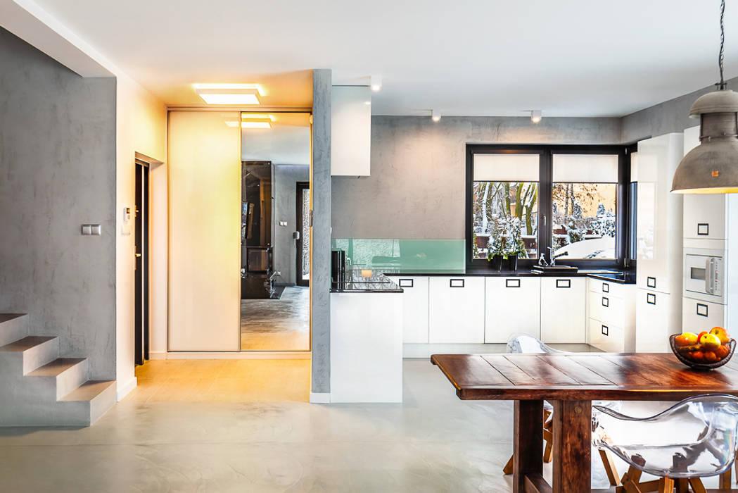 Dom z miętą: styl , w kategorii Korytarz, przedpokój zaprojektowany przez COCO Pracownia projektowania wnętrz,