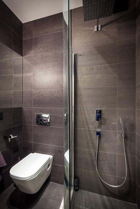 Dom z miętą Minimalistyczna łazienka od COCO Pracownia projektowania wnętrz Minimalistyczny