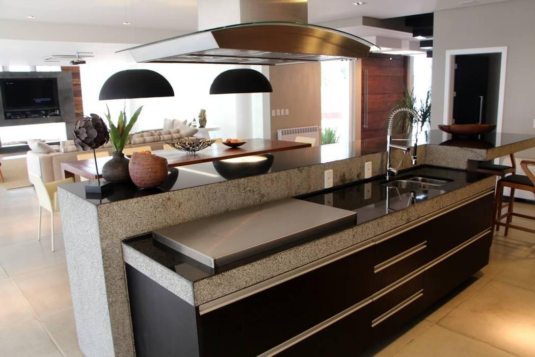 Modern Kitchen by Arq. Leonardo Silva Modern