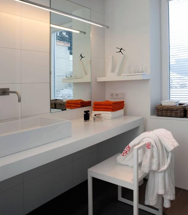 Masterbadezimmer - Farbakzente Klassische Badezimmer von Innenarchitektur + Design, Eva Maria von Levetzow Klassisch
