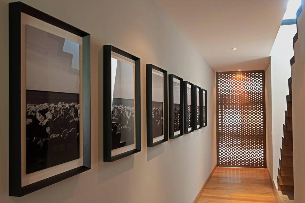 現代風玄關、走廊與階梯 根據 Faci Leboreiro Arquitectura 現代風