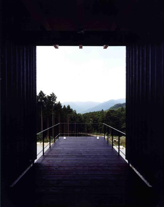 Balcones y terrazas eclécticos de 井上久実設計室 Ecléctico