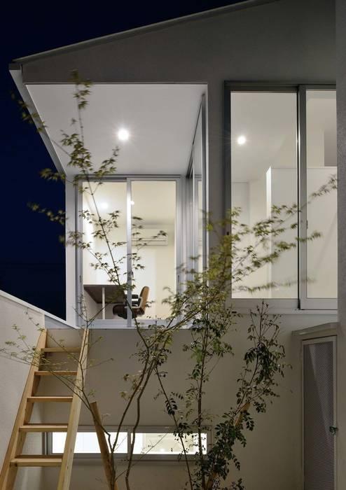 永楽荘の家 - House of Eirakusou: 林泰介建築研究所が手掛けたベランダです。