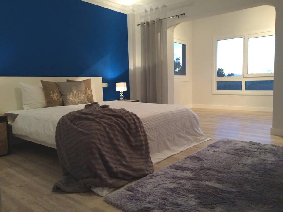 Wunderschönes Meerblick Chalet im maritimen Stil:  Schlafzimmer von INSIDE Architecture
