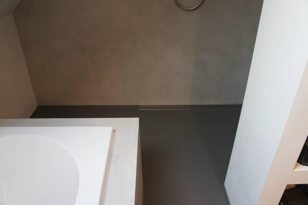 Detail drain/afvoer inloopdouche:  Badkamer door Design Gietvloer