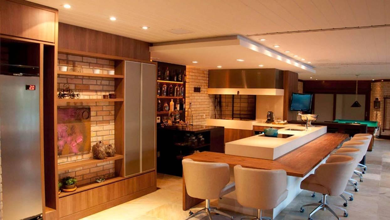 現代廚房設計點子、靈感&圖片 根據 Arquitetura INN 現代風