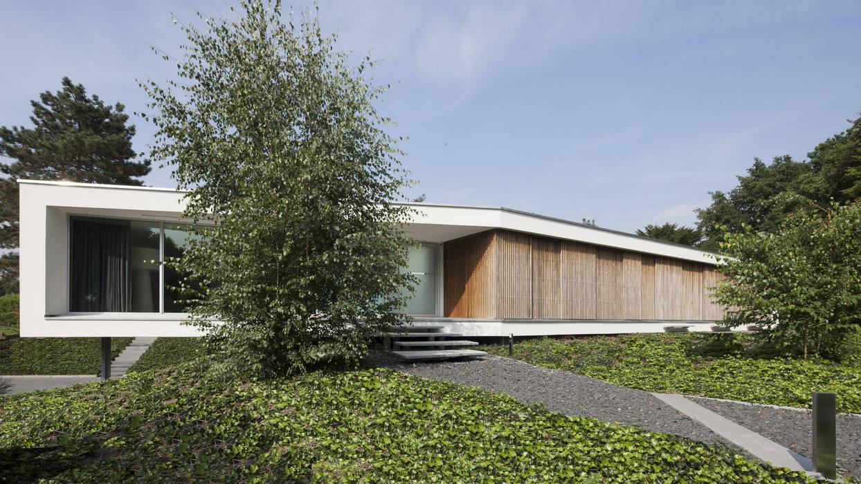 Eigentijdse bungalow: huizen door lab32 architecten homify