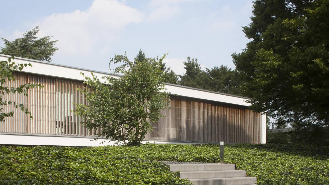Eigentijdse bungalow huizen door lab architecten homify