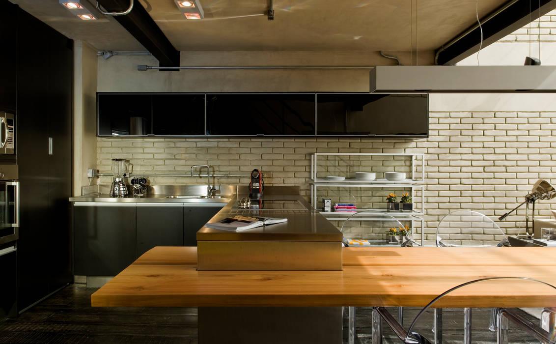 Industrial Loft DIEGO REVOLLO ARQUITETURA S/S LTDA. Cozinhas industriais
