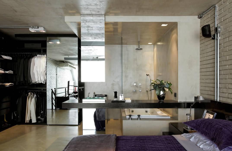 Industrial Loft: Banheiros  por DIEGO REVOLLO ARQUITETURA S/S LTDA.