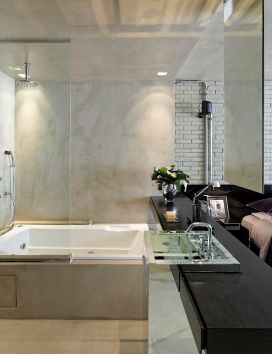 Bathroom by DIEGO REVOLLO ARQUITETURA S/S LTDA., Industrial
