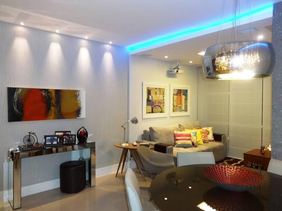 Sala, iluminação e arte: Salas de estar  por Lúcia Vale Interiores