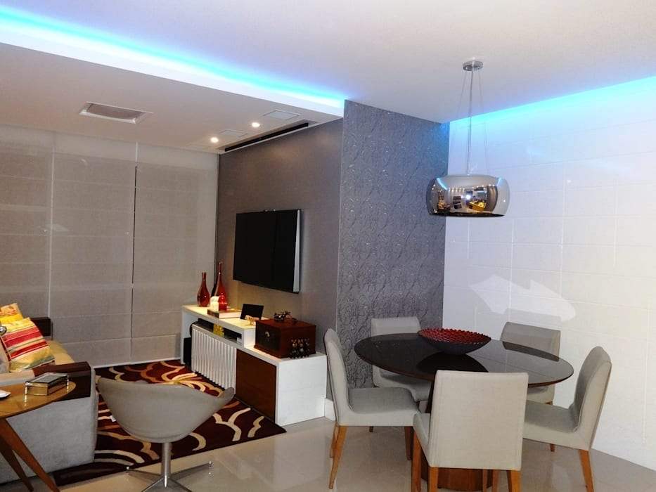 Sala no conjunto Salas de jantar modernas por Lúcia Vale Interiores Moderno