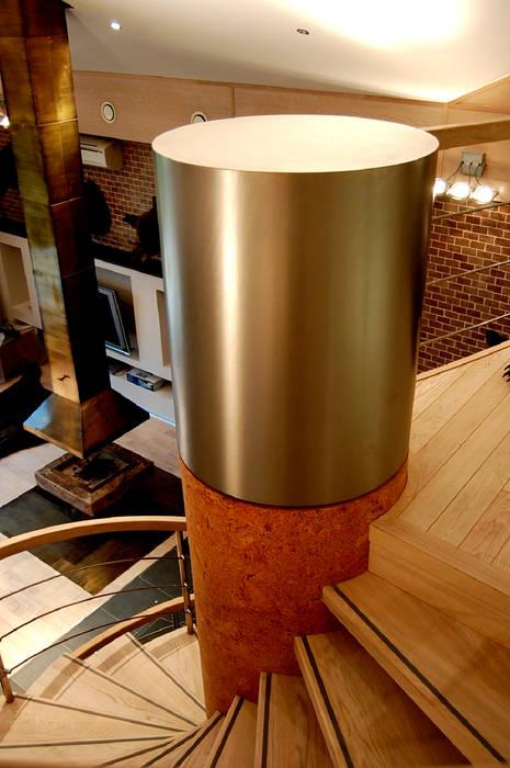 Завершение лестницы Коридор, прихожая и лестница в стиле лофт от (DZ)M Интеллектуальный Дизайн Лофт