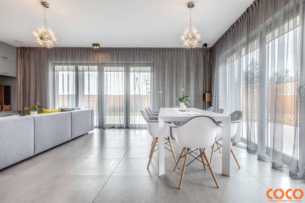 Dom w szarościach Minimalistyczna jadalnia od COCO Pracownia projektowania wnętrz Minimalistyczny