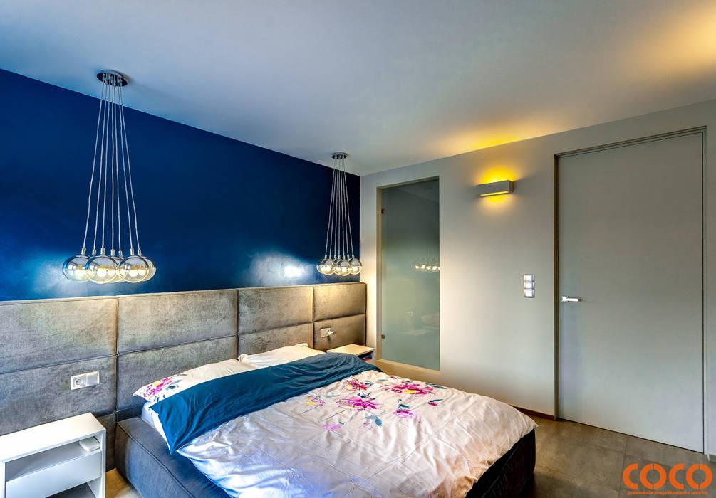 Dom w szarościach Minimalistyczna sypialnia od COCO Pracownia projektowania wnętrz Minimalistyczny