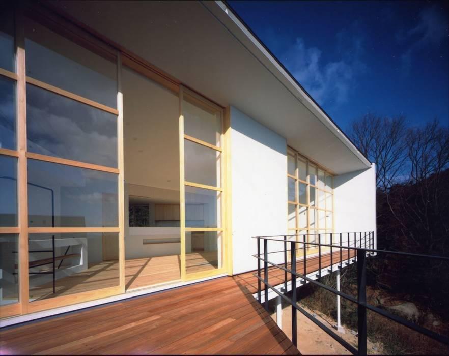 目神山の家 - House of Megamiyama ラスティックデザインの テラス の 林泰介建築研究所 ラスティック