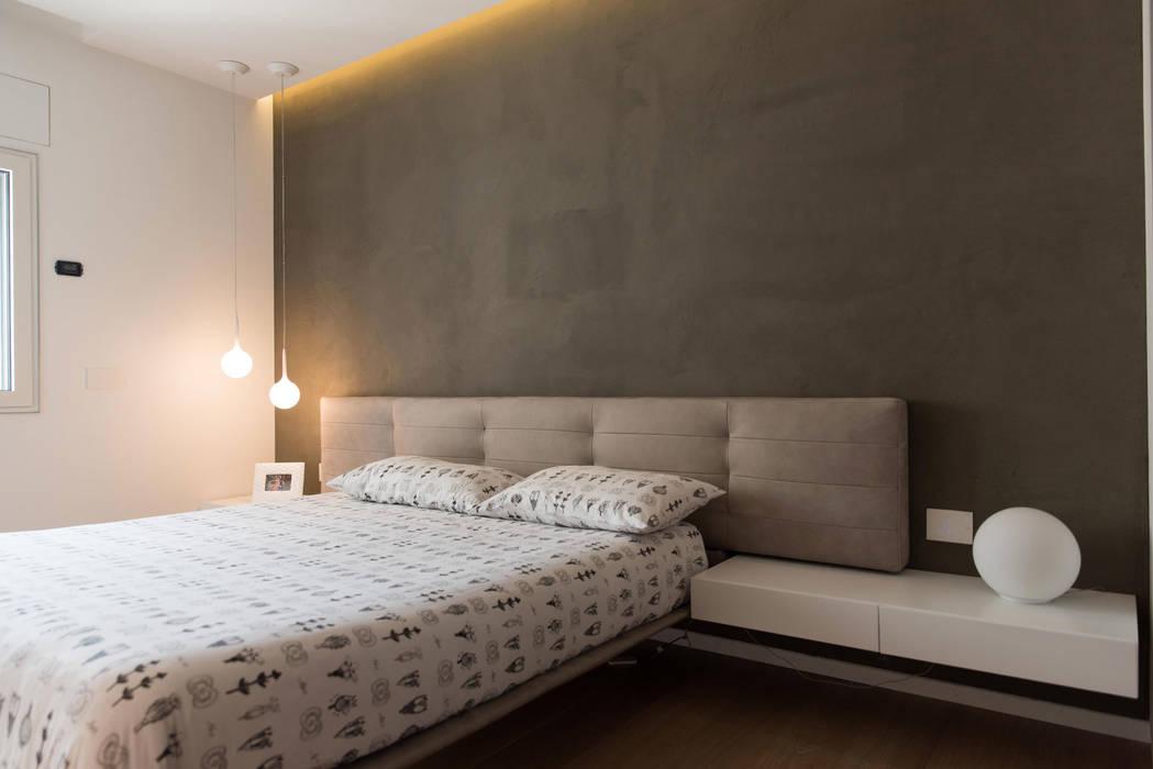 Minimalist bedroom by Studio Vesce Architettura Minimalist
