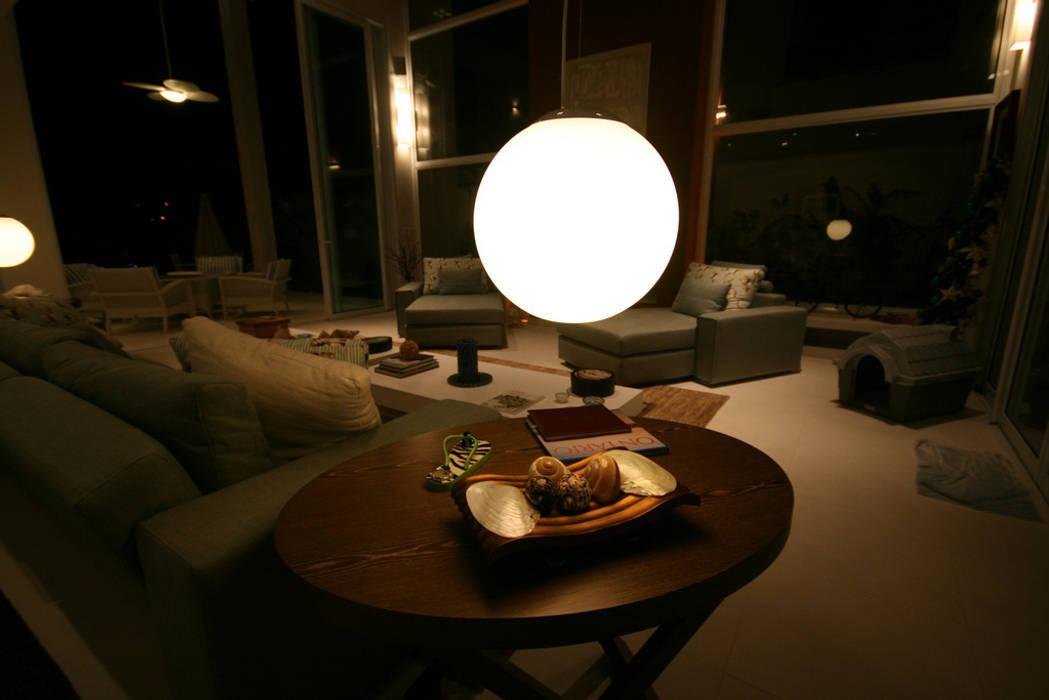 Atlântica 955: Salas de estar  por FJ Novaes Light Projects