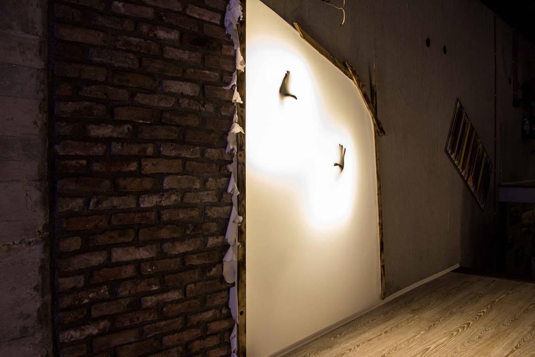 Loft House Tasarım Ofisi – Gergi aydınlatma:  tarz Koridor ve Hol