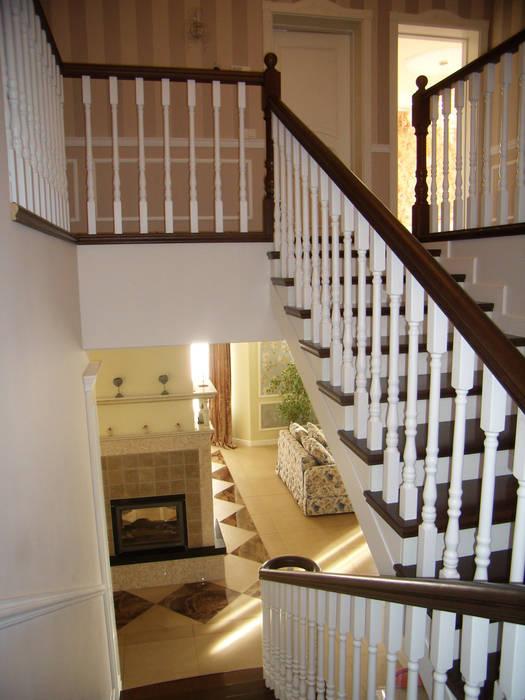 Интерьер дома в пригороде Черкасс Коридор, прихожая и лестница в эклектичном стиле от дизайн-студия Олеси Середы Эклектичный