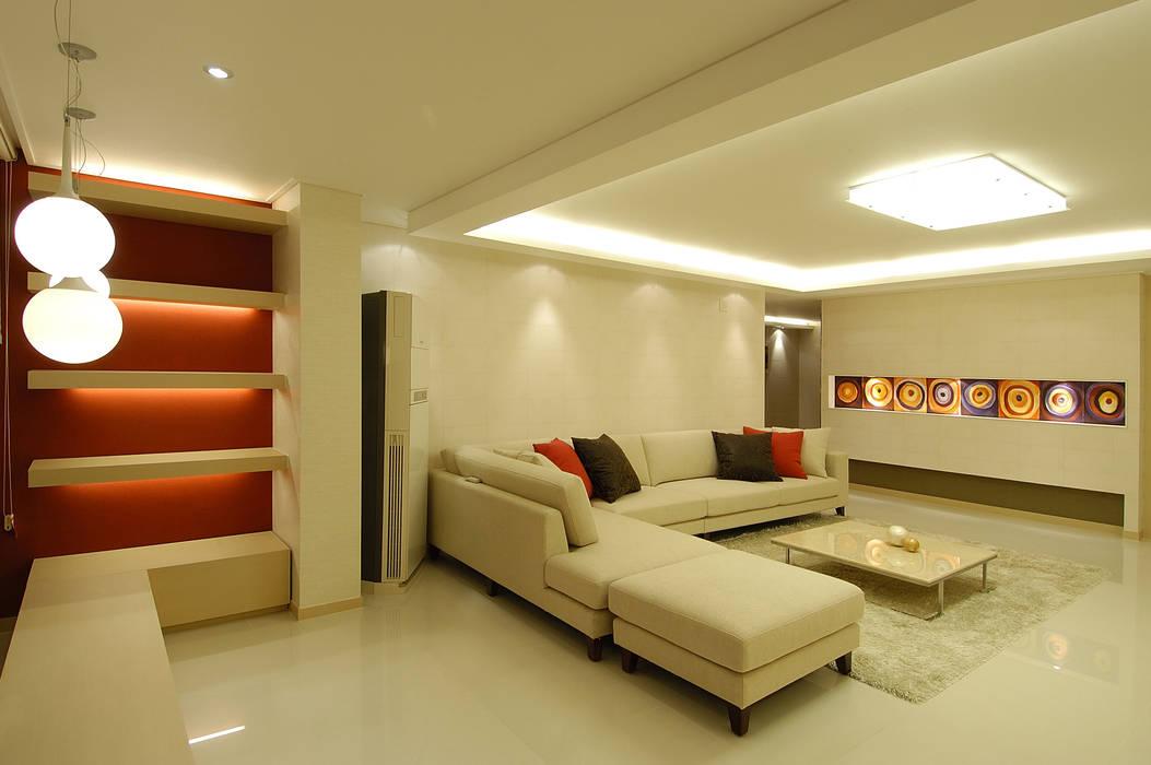 A Apartment Yunhee Choe ミニマルデザインの リビング