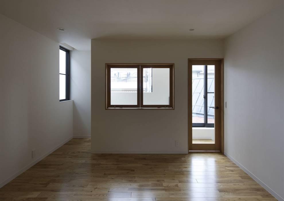 寝屋川の家 Huse of Neyagawa モダンスタイルの寝室 の 林泰介建築研究所 モダン