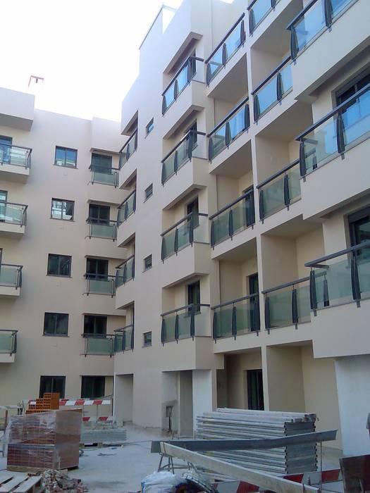 Prédio Habitacional Casas clássicas por Autovidreira Clássico