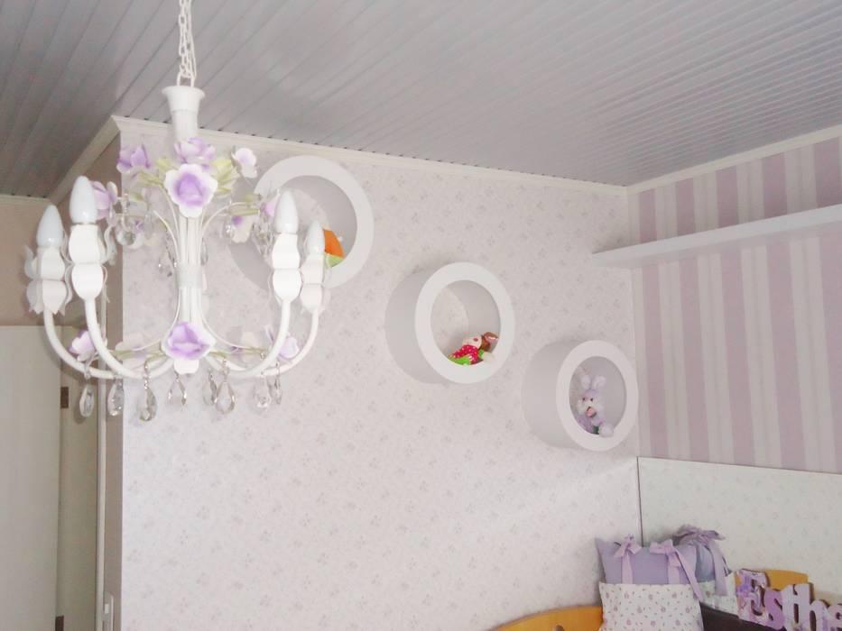 Ésse arquitetura e Interiores - Dormitório de bebê menina: Quarto infantil  por Ésse Arquitetura e Interiores,Clássico