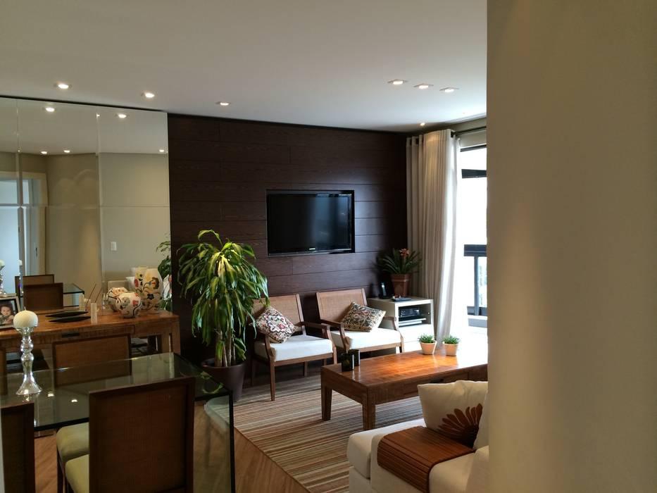 Apartamento CD Salas de estar rústicas por Roesler e Kredens Arquitetura Rústico