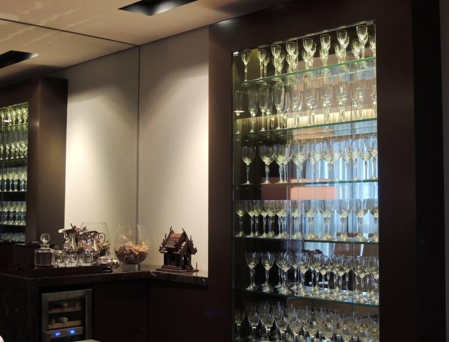 Ruang Penyimpanan Wine/Anggur Modern Oleh Roesler e Kredens Arquitetura Modern